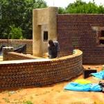 Casas Ecológicas: Casa hecha con botellas de plástico en Nigeria
