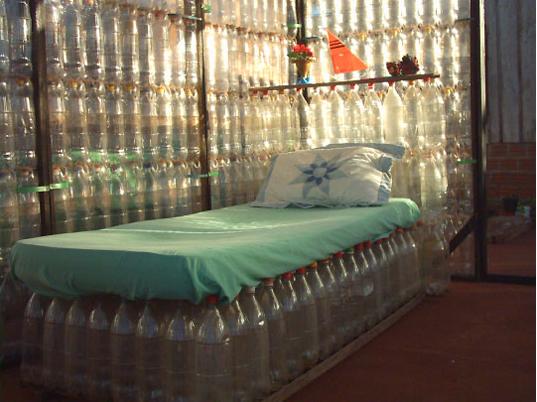 casa con botellas de plastico recicladas en puerto iguazu