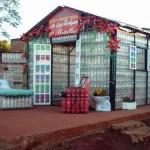 Casas con botellas de Plástico recicladas en Puerto Iguazú