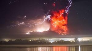 segunda-erupcion-Calbuco-madrugada-AFP_CLAIMA20150423_0033_27clarin