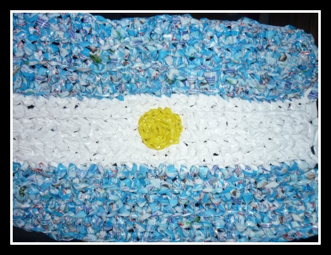 Como hacer una bandera de argentina con material for Construir una pileta de material