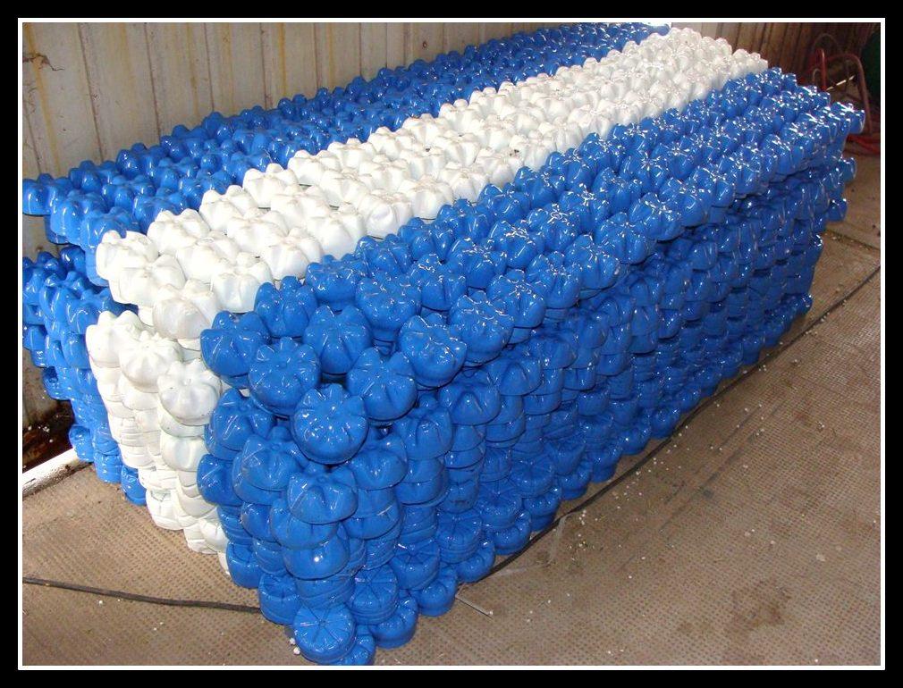 Banderas argentinas con material reciclado espacio for Banderas decorativas para el jardin