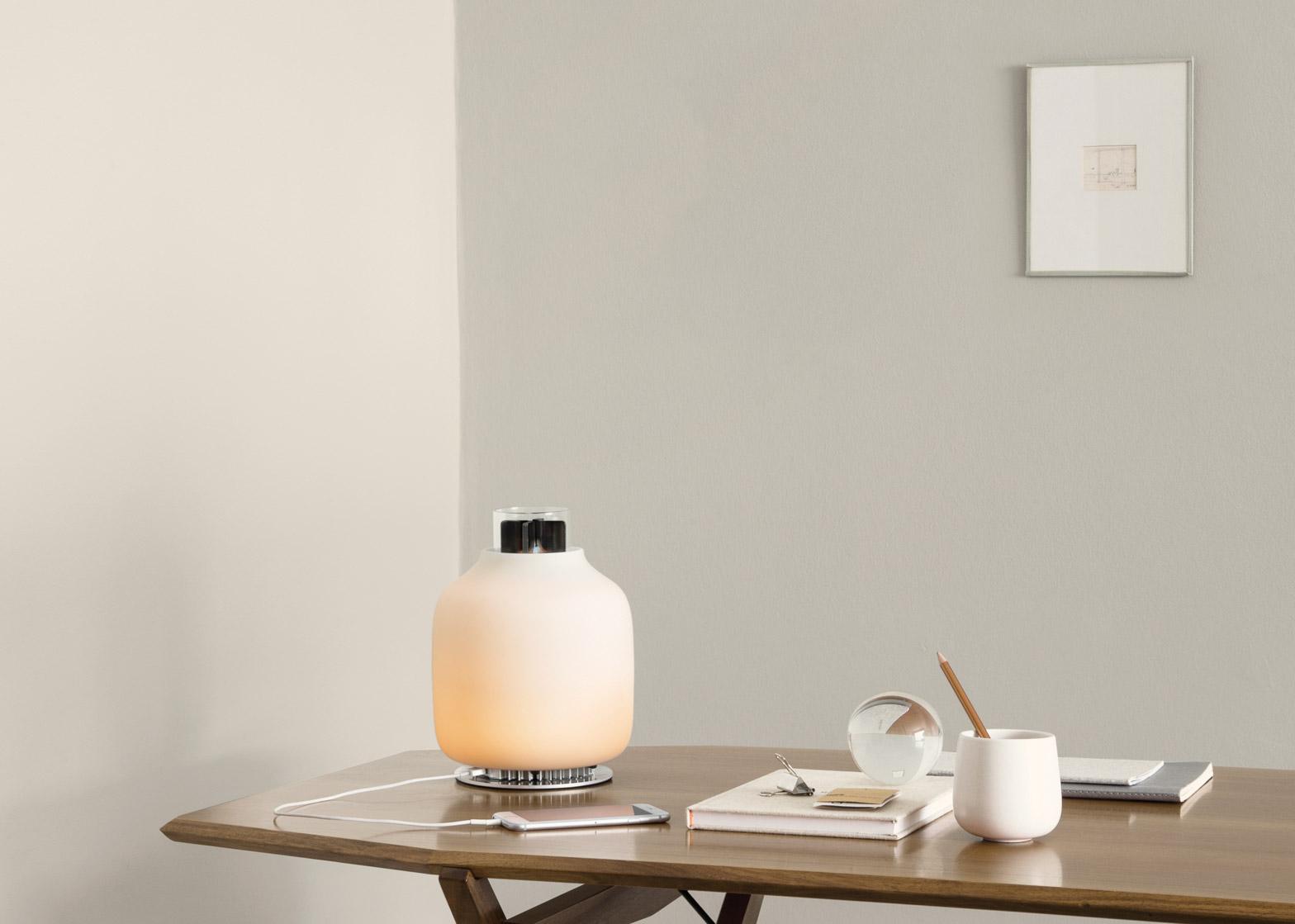 Lámpara Candela, combina combustible ecológico junto con LEDs y un cargador telefónico. ¿Cómo es su diseño y funcionamiento?  ¿ Cuáles son sus beneficios?