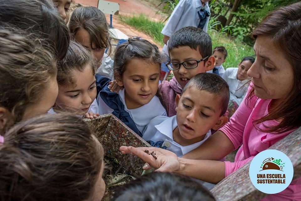 En su inauguración se realizó la entrega de la llave del local al Consejo de Educación Inicial y Primaria (CEIP) de ANEP por parte de la empresa Earthship Biotecture, Nevex y la organización Tagma, impulsores del proyecto.